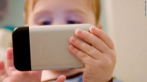 child_playing_on_smartphone