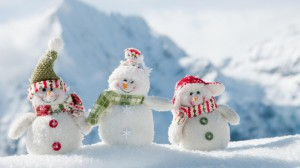 snowmen_three_smile_snow_winter_new_year_38170_640x360